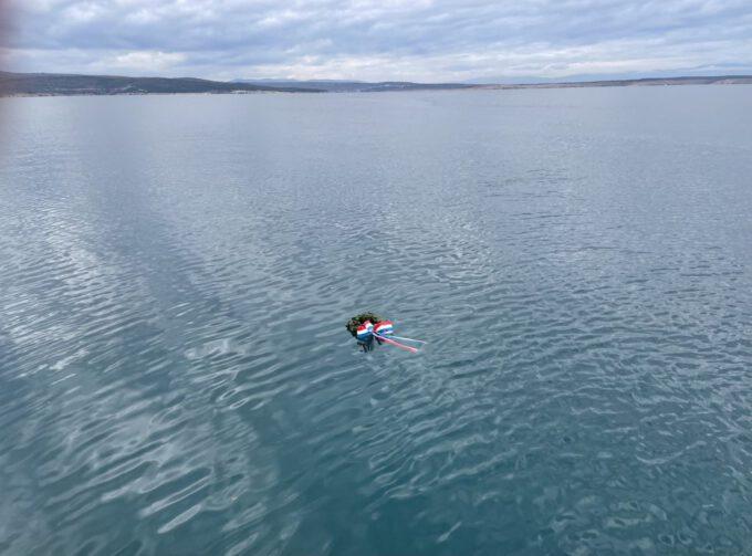 Vijenac povodom Sv. Nikole u moru ispred Crikvenice